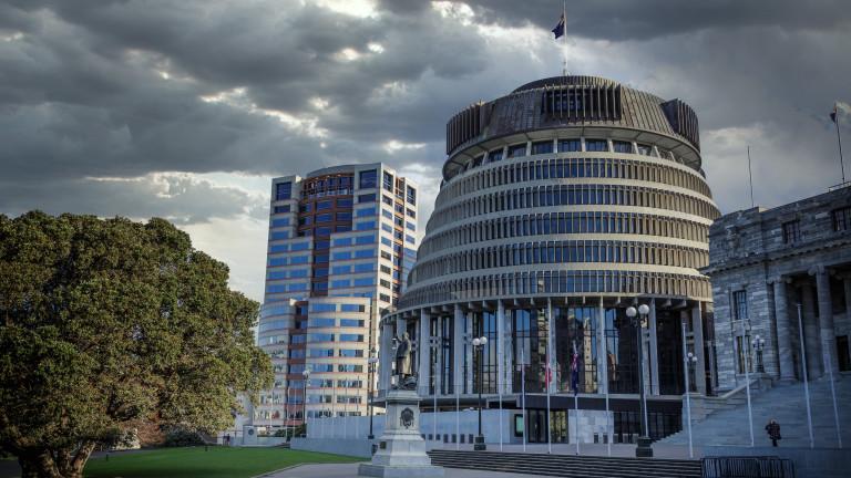 Мъж нападна парламента на Нова Зеландия с брадва