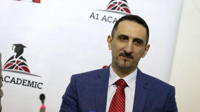 Като професионален баскетболист дълги години е носил екипа на ЦСКА,