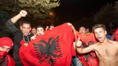 Диви празненства в Косово, 30 000 излязоха по улиците!