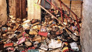 """Изгоряха три мазета с книги до """"Славейков"""""""