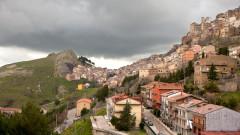 Този регион в Сицилия предлага къщи за €1 и ще ви плати за да ги ремонтирате