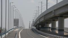 Нагъна се асфалтът на Дунав мост 2