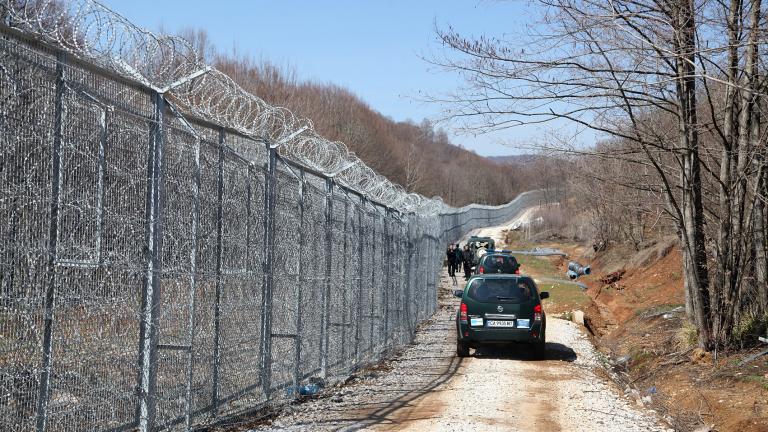 Оградата ни с Турция платена по-скъпо, смутен Радев