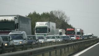 Засилен трафик предизвика опашки на ГКПП на Хърватия със Словения и Сърбия