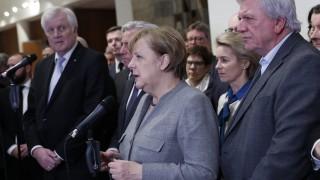 Еврото пада заради неуспеха на Меркел да състави правителство