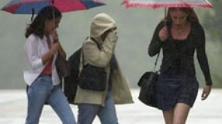 Дъждове и гръмотевици през почивните дни
