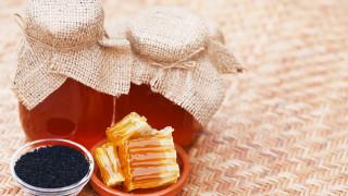 Помагат ли медът и нигелата срещу коронавируса
