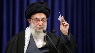 """""""Туитър"""" блокира профила на аятолаха на Иран след публикацията за Тръмп"""
