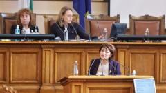 Депутатите си продължиха вчерашния скандал