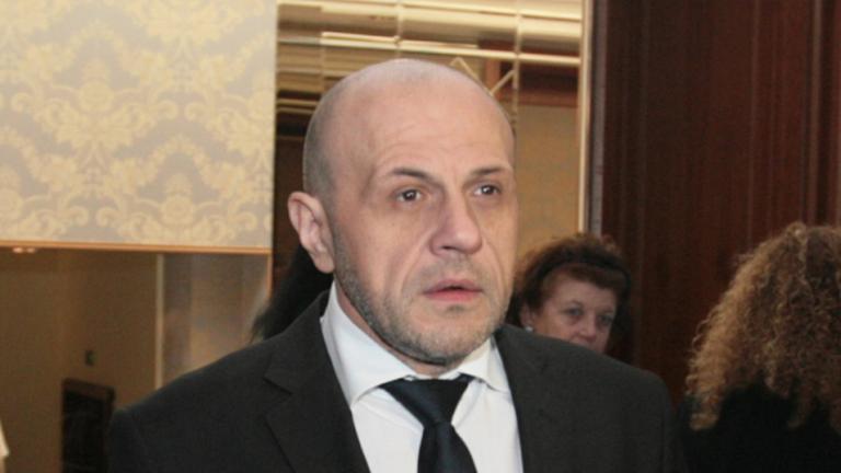Достатъчно е обществено съмнение за спиране на обществени поръчки, обяви Томислав Дончев