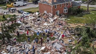 Торнадо удари предградие на Чикаго