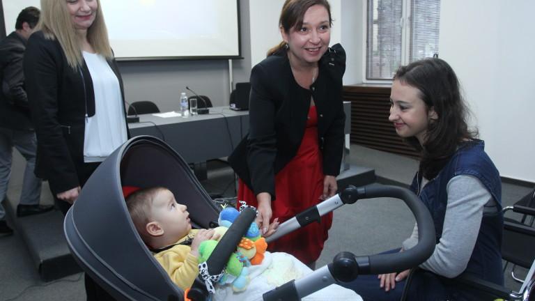 Безплатни бавачки или поредна кръпка за българските семейства