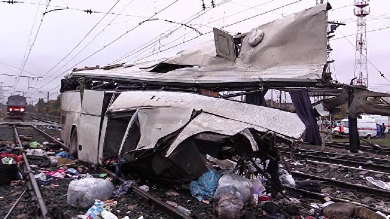 16 загинали при катастрофа между автобус и влак на жп прелез в Русия