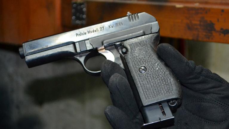 МВР издирва мъж, предизвикал полицай да стреля по колата му