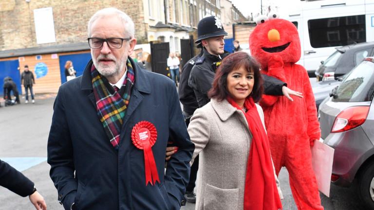 Лидерът на Лейбъристката партия Джереми Корбин беше приветстван от малка
