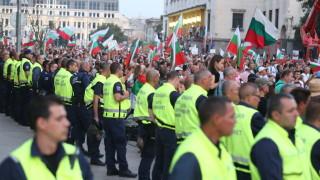 Трима полицаи са ранени при вчерашния протест в София
