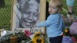 Кортежът с тленните останки на Мандела ще обходи  улиците на Претория