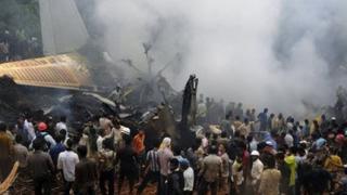 Самолет със 169 пътници се разби при кацане в Индия