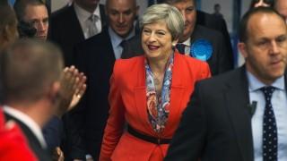Консерваторите преговарят за коалиция с Демократичната юнионистка партия
