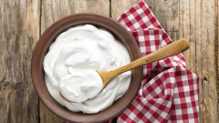 Българското кисело мляко и саламуреното сирене може да станат защитени продукти