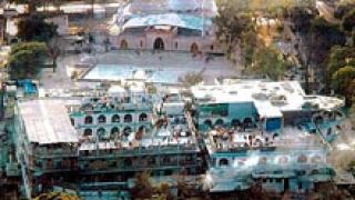 Над 70 убити в три самоубийствени пакистански нападения
