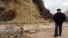Свлачище затвори пътя Асеновград - Нареченски бани