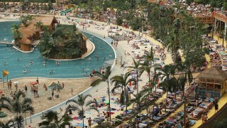 Необичайният курорт с най-голямата вътрешна тропическа гора си търси купувач