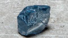 Рядък син диамант, продаден за $40 милиона, стана един от най-скъпите необработени скъпоценни камъни