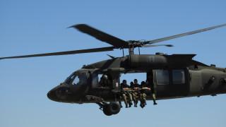 Скокове от вертолети изпълниха съвместно български и американски военнослужещи