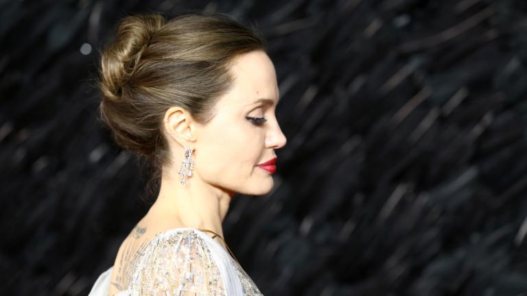 Моментите, в които дъхът на Анджелина спира