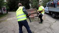 """Върнаха пейките в градинката на църквата """"Св. Георги"""" в столицата"""