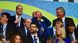 Босът на испанския футбол аха да полегне върху принц Уилям