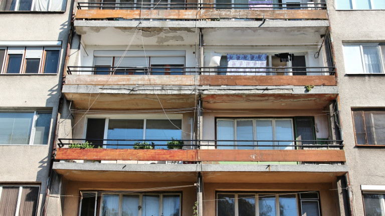 2-годишно дете падна от блок във Варна