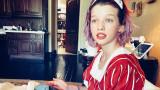 """Мила Йовович, Пол Андерсън и Евър Андерсън, която ще играе Уенди в новата версия на """"Питър Пан"""""""