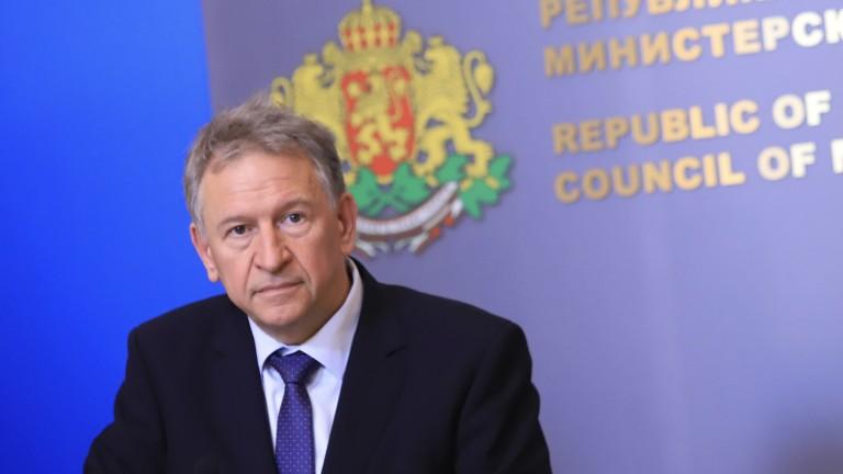 """БСП остра срещу """"импровизациите"""" на Кацаров в здравеопазването, защитава Кантарджиев"""