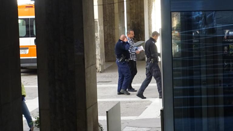 Пребиха охранител в Благоевград в сграда на кметство