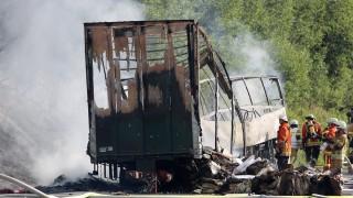 18 души загинаха при катастрофа на автобус в Германия