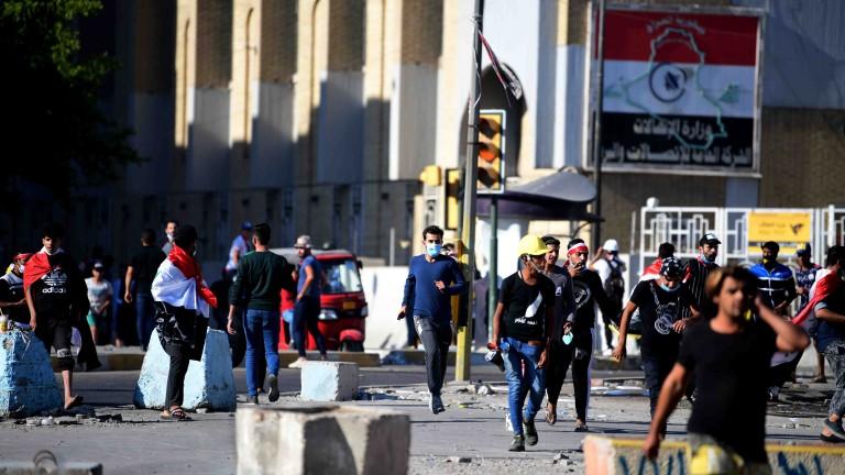 301 убити и 15 000 ранени при протестите в Ирак