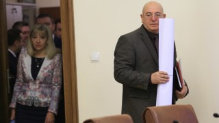 """Новият екоминистър и ТЕЦ """"Бобов дол"""" отиват на съд"""