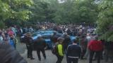 Бърз съд за двама 17-годишни, ранили с парчета асфалт полицаи в Раднево