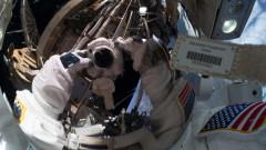 """Дамска """"космическа разходка"""" за смяна на батерии на МКС"""