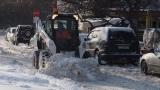 Пътища остават затворени заради бурен вятър, снегонавявания и преспи