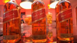 Производителят на Johnnie Walker инвестира в безалкохолни напитки