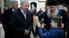 Герджиков: Срамота е да продаваме хартиени винетки на границата