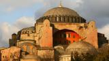 В черквата Света София в Истанбул четат... Корана