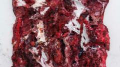 Британски художник се представя с късове месо