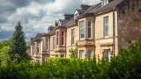 Цените на жилищата във Великобритания записаха невиждан от 2015 г. ръст