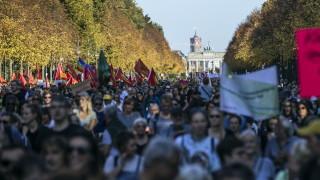 Меркел отхвърли призив на германци за отчуждаване на апартаменти