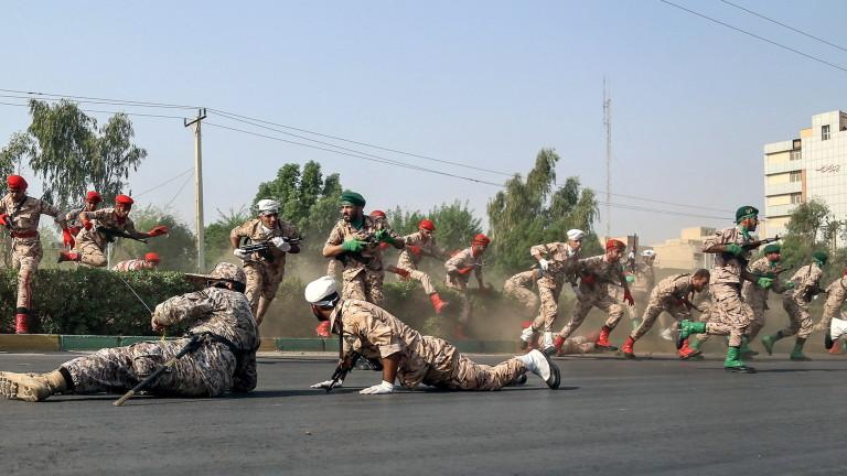 Трима убити при терористична атака с кола бомба в Иран