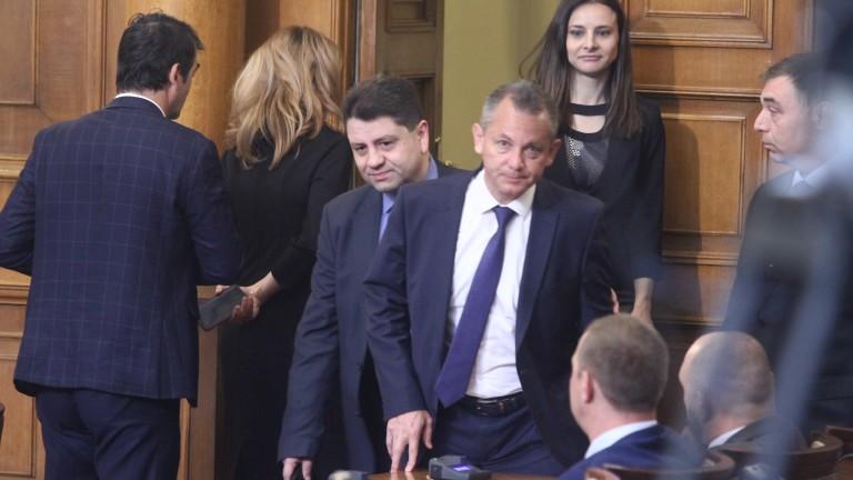 Депутатите искат доклад от Гешев превишава ли си правата